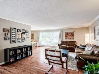 Photo 2: 60 WOODMONT Rise SW in Calgary: Woodbine Detached for sale : MLS®# A1031558