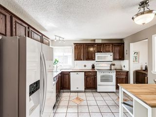 Photo 11: 60 WOODMONT Rise SW in Calgary: Woodbine Detached for sale : MLS®# A1031558