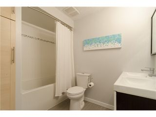 Photo 5: 215 BALMORAL Place in Port Moody: North Shore Pt Moody Townhouse for sale : MLS®# V1055282