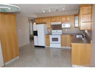 Photo 3: 1554 DEWDNEY Bay in Regina: East Pointe Estates Condominium for sale (Regina Area 04)  : MLS®# 492281