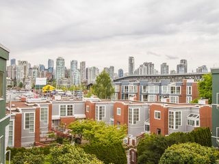 "Photo 5: 303 1540 MARINER Walk in Vancouver: False Creek Condo for sale in ""MARINER POINT"" (Vancouver West)  : MLS®# V1121673"