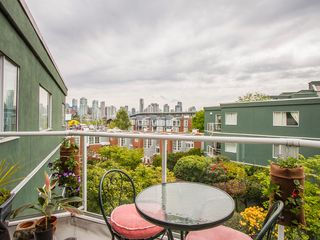 "Photo 4: 303 1540 MARINER Walk in Vancouver: False Creek Condo for sale in ""MARINER POINT"" (Vancouver West)  : MLS®# V1121673"
