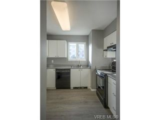 Photo 9: 403 2710 Grosvenor Rd in VICTORIA: Vi Oaklands Condo for sale (Victoria)  : MLS®# 717135