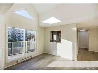 Photo 4: 403 2710 Grosvenor Rd in VICTORIA: Vi Oaklands Condo for sale (Victoria)  : MLS®# 717135