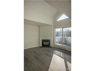 Photo 7: 403 2710 Grosvenor Rd in VICTORIA: Vi Oaklands Condo Apartment for sale (Victoria)  : MLS®# 717135