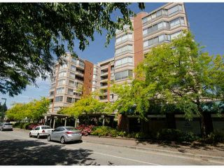 "Photo 1: 702 15111 RUSSELL Avenue: White Rock Condo for sale in ""PACIFIC TERRAC"" (South Surrey White Rock)  : MLS®# R2057182"
