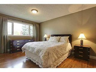 Photo 8: 6135 LONGMOOR Way SW in Calgary: Bi-Level for sale : MLS®# C3584023