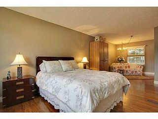 Photo 9: 6135 LONGMOOR Way SW in Calgary: Bi-Level for sale : MLS®# C3584023