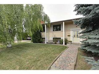 Photo 1: 6135 LONGMOOR Way SW in Calgary: Bi-Level for sale : MLS®# C3584023