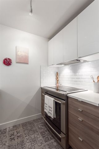 "Photo 4: 101 929 W 16TH Avenue in Vancouver: Fairview VW Condo for sale in ""Oakview Gardens"" (Vancouver West)  : MLS®# R2146407"