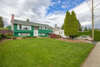 Photo 1: 2311 LATIMER Avenue in Coquitlam: Central Coquitlam House for sale : MLS®# R2169702