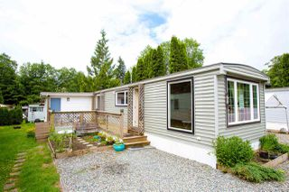 "Photo 1: 68 1413 SUNSHINE COAST Highway in Gibsons: Gibsons & Area Manufactured Home for sale in ""THE POPLARS"" (Sunshine Coast)  : MLS®# R2172133"