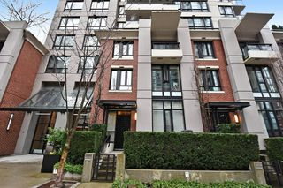 "Main Photo: 930 HOMER Street in Vancouver: Yaletown Townhouse for sale in ""YALETOWN PARK"" (Vancouver West)  : MLS®# R2179444"