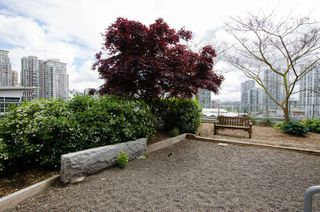 "Photo 14: 305 1133 HOMER Street in Vancouver: Yaletown Condo for sale in ""H&H"" (Vancouver West)  : MLS®# R2183596"