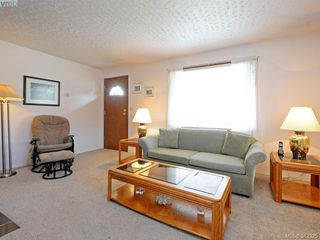 Photo 3: 1716 Albert Ave in VICTORIA: Vi Jubilee House for sale (Victoria)  : MLS®# 768168