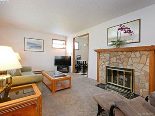 Photo 2: 1716 Albert Ave in VICTORIA: Vi Jubilee House for sale (Victoria)  : MLS®# 768168