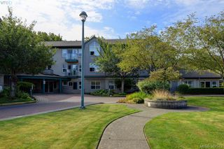 Photo 2: 105 1485 Garnet Rd in VICTORIA: SE Cedar Hill Condo Apartment for sale (Saanich East)  : MLS®# 768684