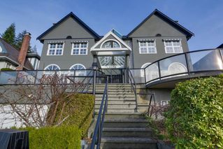 Photo 3: 4220 STARLIGHT WAY in North Vancouver: Upper Delbrook House for sale : MLS®# R2036386