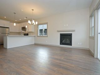 Photo 5: 15 Massey Pl in : VR Six Mile Row/Townhouse for sale (View Royal)  : MLS®# 777581