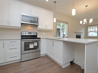 Photo 7: 15 Massey Pl in : VR Six Mile Row/Townhouse for sale (View Royal)  : MLS®# 777581