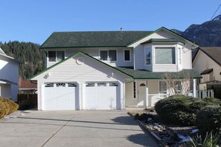 Photo 1: 65551 DOGWOOD Drive in Hope: Hope Kawkawa Lake House for sale : MLS®# R2242236