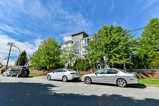 "Photo 2: 105 2983 CAMBRIDGE Street in Port Coquitlam: Glenwood PQ Condo for sale in ""CAMBRIDGE GARDENS"" : MLS®# R2266936"