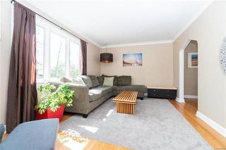 Photo 2: 379 Oakview Avenue in Winnipeg: Residential for sale (3D)  : MLS®# 1813032