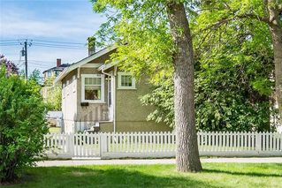 Photo 2: 513 9 Avenue NE in Calgary: Renfrew House for sale : MLS®# C4187089