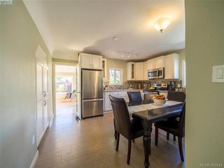 Photo 2: 1455 Denman Street in VICTORIA: Vi Fernwood Single Family Detached for sale (Victoria)  : MLS®# 392644