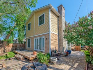 Photo 2: 111 7 Street NW in Calgary: Sunnyside Detached for sale : MLS®# C4189652