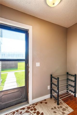 Photo 4: 33 3029 RUNDLESON Road NE in Calgary: Rundle Row/Townhouse for sale : MLS®# C4192405