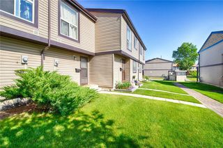 Photo 2: 33 3029 RUNDLESON Road NE in Calgary: Rundle Row/Townhouse for sale : MLS®# C4192405