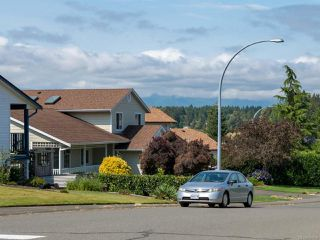 Photo 10: 960 Eastwicke Cres in COMOX: CV Comox (Town of) House for sale (Comox Valley)  : MLS®# 794506