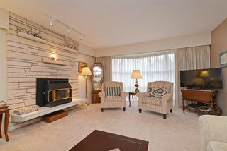Photo 2: 1562 MADORE Avenue in Coquitlam: Central Coquitlam House for sale : MLS®# R2318850