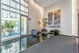 Photo 2: 506 1067 MARINASIDE Crescent in Vancouver: Yaletown Condo for sale (Vancouver West)  : MLS®# R2321254