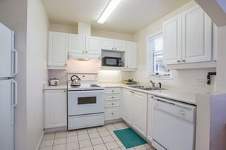 "Photo 4: 309 2588 ALDER Street in Vancouver: Fairview VW Condo for sale in ""BOLLERT PLACE"" (Vancouver West)  : MLS®# R2339876"
