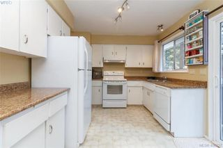 Photo 10: 2917 Pickford Road in VICTORIA: Co Colwood Lake Single Family Detached for sale (Colwood)  : MLS®# 406227