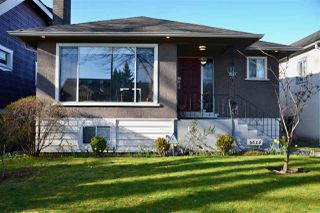 Photo 1: 2625 WILLIAM Street in Vancouver: Renfrew VE House for sale (Vancouver East)  : MLS®# R2354024