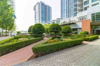 Photo 6: 2503 198 AQUARIUS Mews in Vancouver: Yaletown Condo for sale (Vancouver West)  : MLS®# R2370318