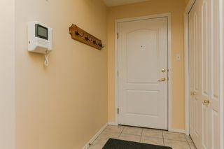 Photo 2: 402 8909 100 Street in Edmonton: Zone 15 Condo for sale : MLS®# E4159073