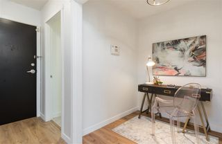 """Photo 2: 1805 1001 RICHARDS Street in Vancouver: Downtown VW Condo for sale in """"Miro"""" (Vancouver West)  : MLS®# R2378633"""