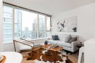 """Photo 4: 1805 1001 RICHARDS Street in Vancouver: Downtown VW Condo for sale in """"Miro"""" (Vancouver West)  : MLS®# R2378633"""