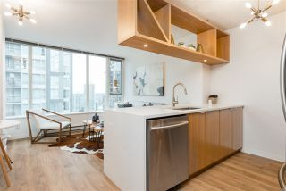 """Photo 10: 1805 1001 RICHARDS Street in Vancouver: Downtown VW Condo for sale in """"Miro"""" (Vancouver West)  : MLS®# R2378633"""