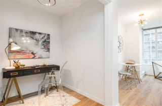 """Photo 3: 1805 1001 RICHARDS Street in Vancouver: Downtown VW Condo for sale in """"Miro"""" (Vancouver West)  : MLS®# R2378633"""