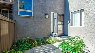Photo 3: 93 1815 Varsity Estates Drive NW: Calgary Row/Townhouse for sale : MLS®# A1039353
