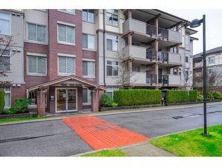 "Photo 2: 401 10092 148 Street in Surrey: Guildford Condo for sale in ""BLOOMSBURY COURT"" (North Surrey)  : MLS®# R2525835"