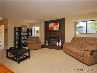 Photo 2: 7718 Grieve Cres in SAANICHTON: CS Saanichton House for sale (Central Saanich)  : MLS®# 579266