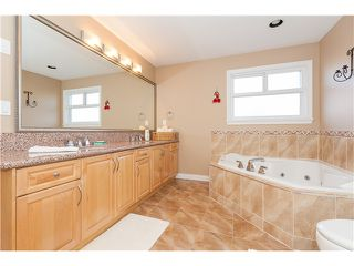 Photo 9: 7555 144A Street in Surrey: East Newton House for sale : MLS®# F1414118