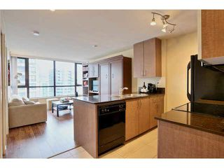 "Photo 1: 2504 977 MAINLAND Street in Vancouver: Yaletown Condo for sale in ""YALETOWN PARK III"" (Vancouver West)  : MLS®# V1094535"