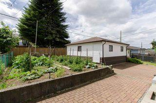 Photo 15: 2590 ADANAC Street in Vancouver: Renfrew VE House for sale (Vancouver East)  : MLS®# R2101435